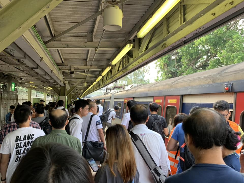 港鐵粉嶺站有人進入路軌範圍。Neoplan Dominic圖片