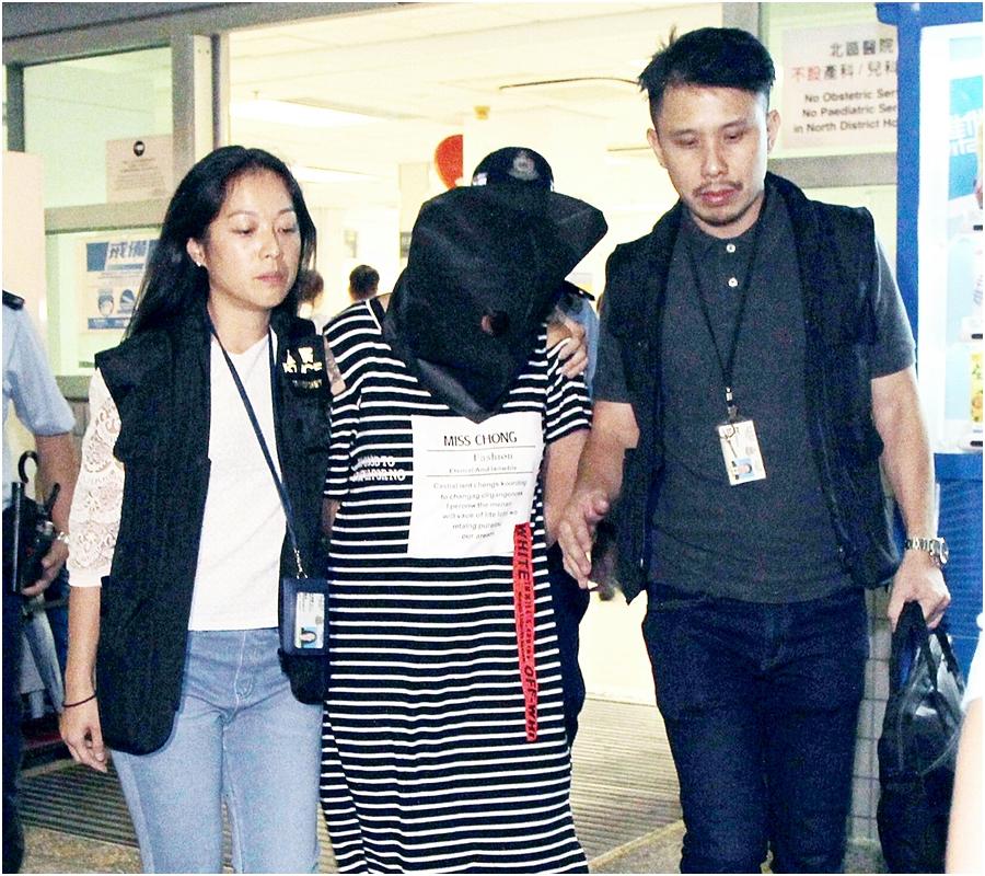 20歲姓盧的母親(中)早前被捕。資料圖片