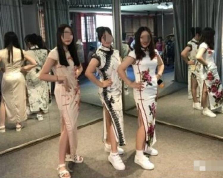 文章配上女學生身穿高衩中國旗袍的照片。網圖