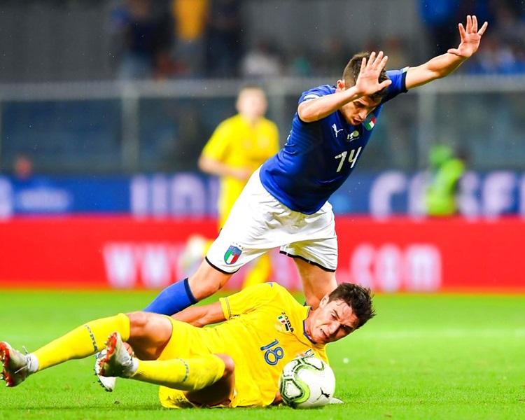 意大利(藍衫)平隊史最長主場不勝紀錄。AP