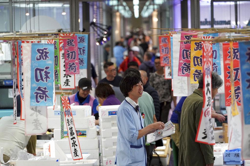 东京丰洲市场开业。