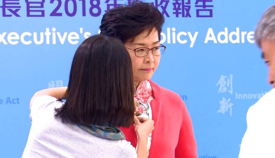 林鄭月娥為晚上出席電視直播論壇。影片截圖