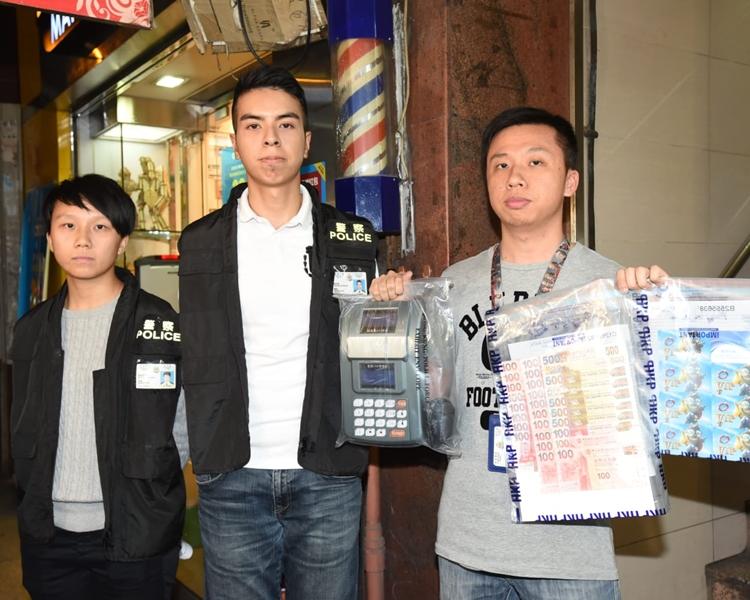 警方檢獲約7100元現金、一批讀卡機及遊戲卡。