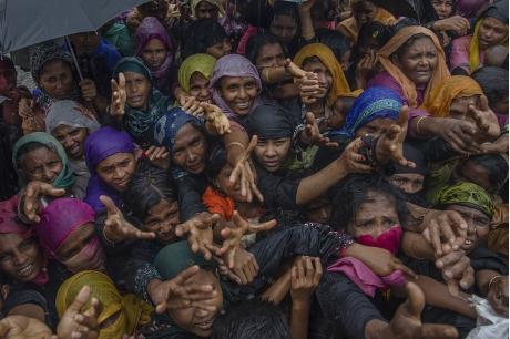 羅興亞人在去年8月逃離軍方的殘暴打壓,在孟加拉的難民營避難。AP