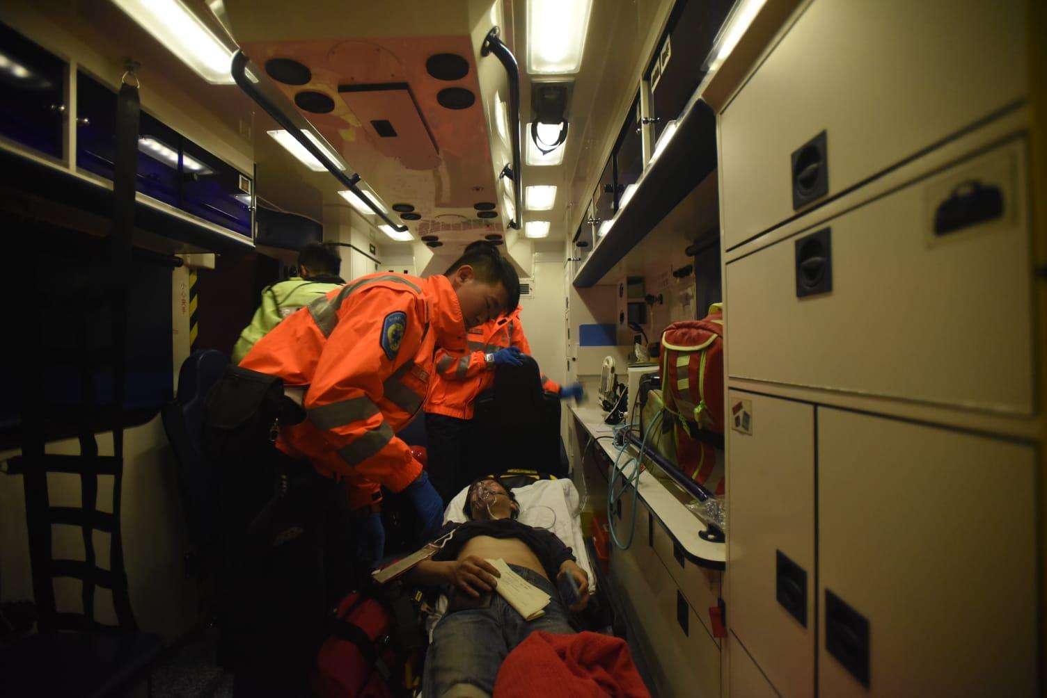 傷者由救護車送院。徐裕民攝