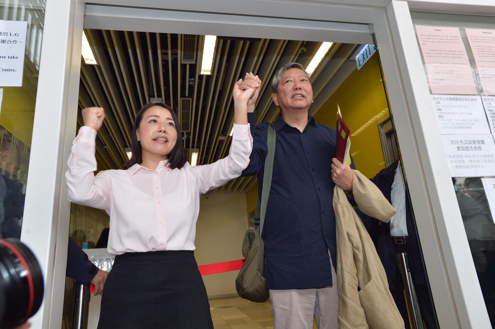 劉小麗(左)不滿政府至今「從來都冇,至今仍然未有」確認自己的提名。