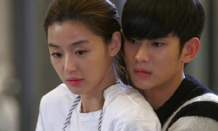 全智賢與金秀賢合作拍攝的《來自星星的你》,掀起熱潮。