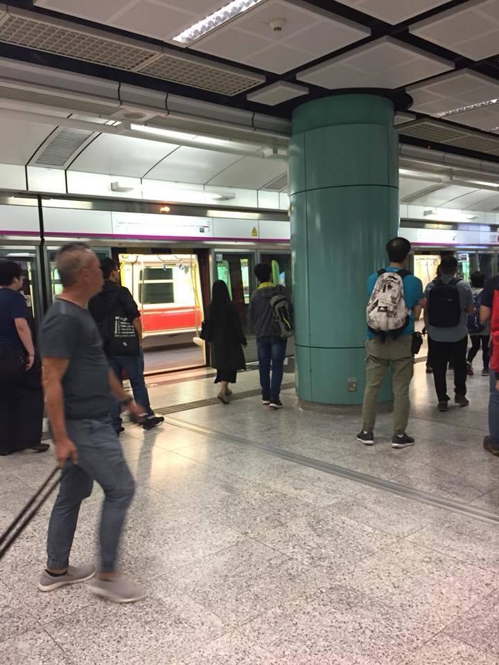 西鐵兆康站列車暫停服務。香港突發事故報料區網民Kubi Wong圖片