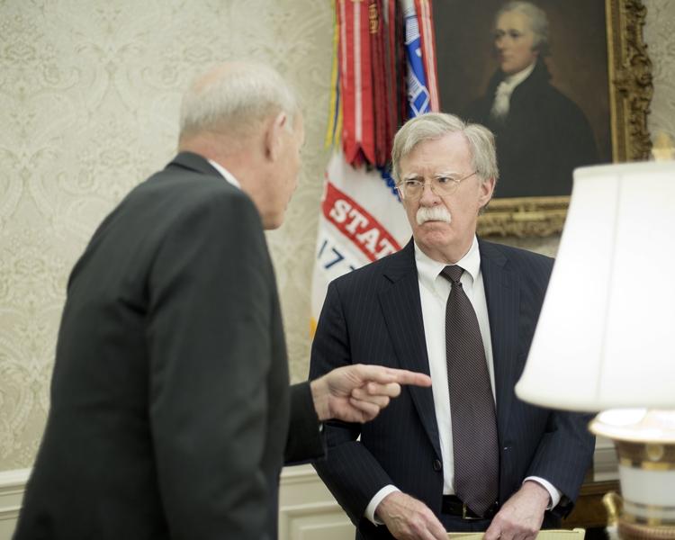 美國國家安全顧問博爾頓(右)。AP