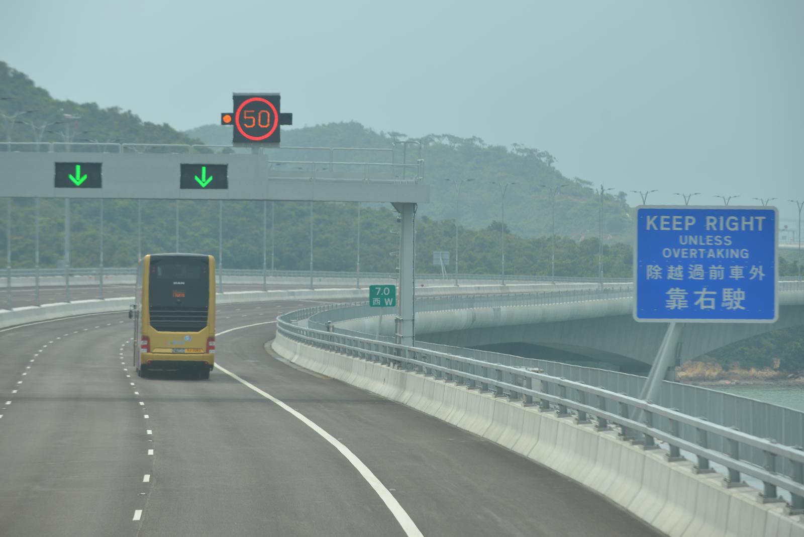 香港及內地政府均可派遣維養及緊急救援車輛在港珠澳大橋執行任務。