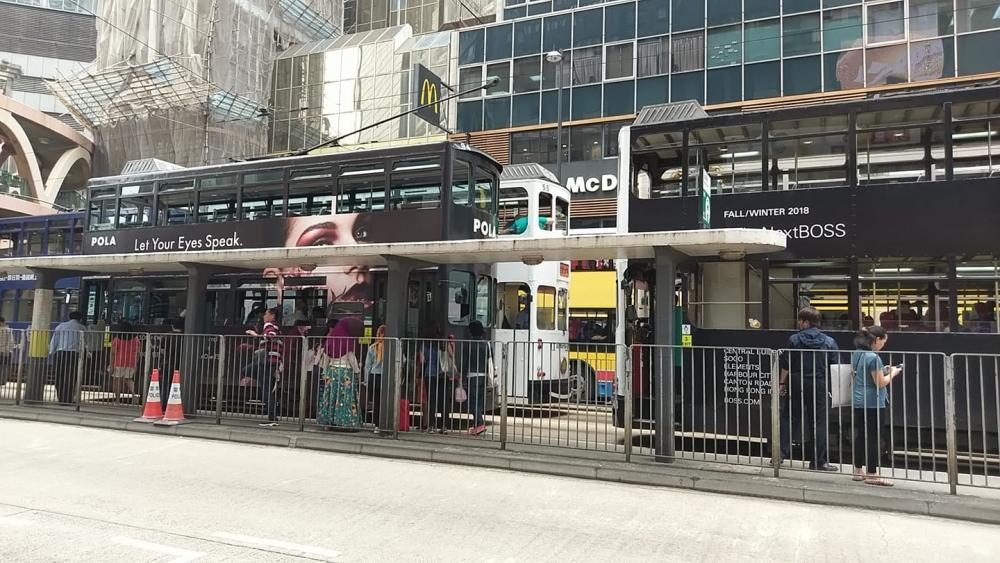 受事故影響,電車服務一度受阻。 香港突發事故報料區FB/網民Vikky Kan圖