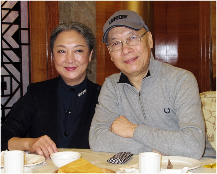 岳華與太太恬妮。資料圖片