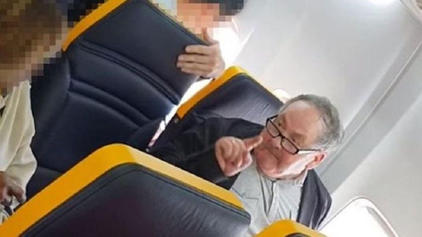 瑞安航空无赶侮辱黑人老妇的白人男子落机惹争议。影片截图