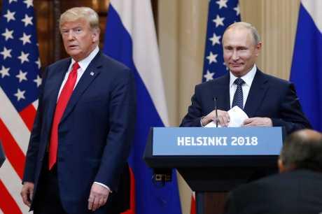 (左起)特朗普和普京7月在赫尔辛基举行首次高峰会。