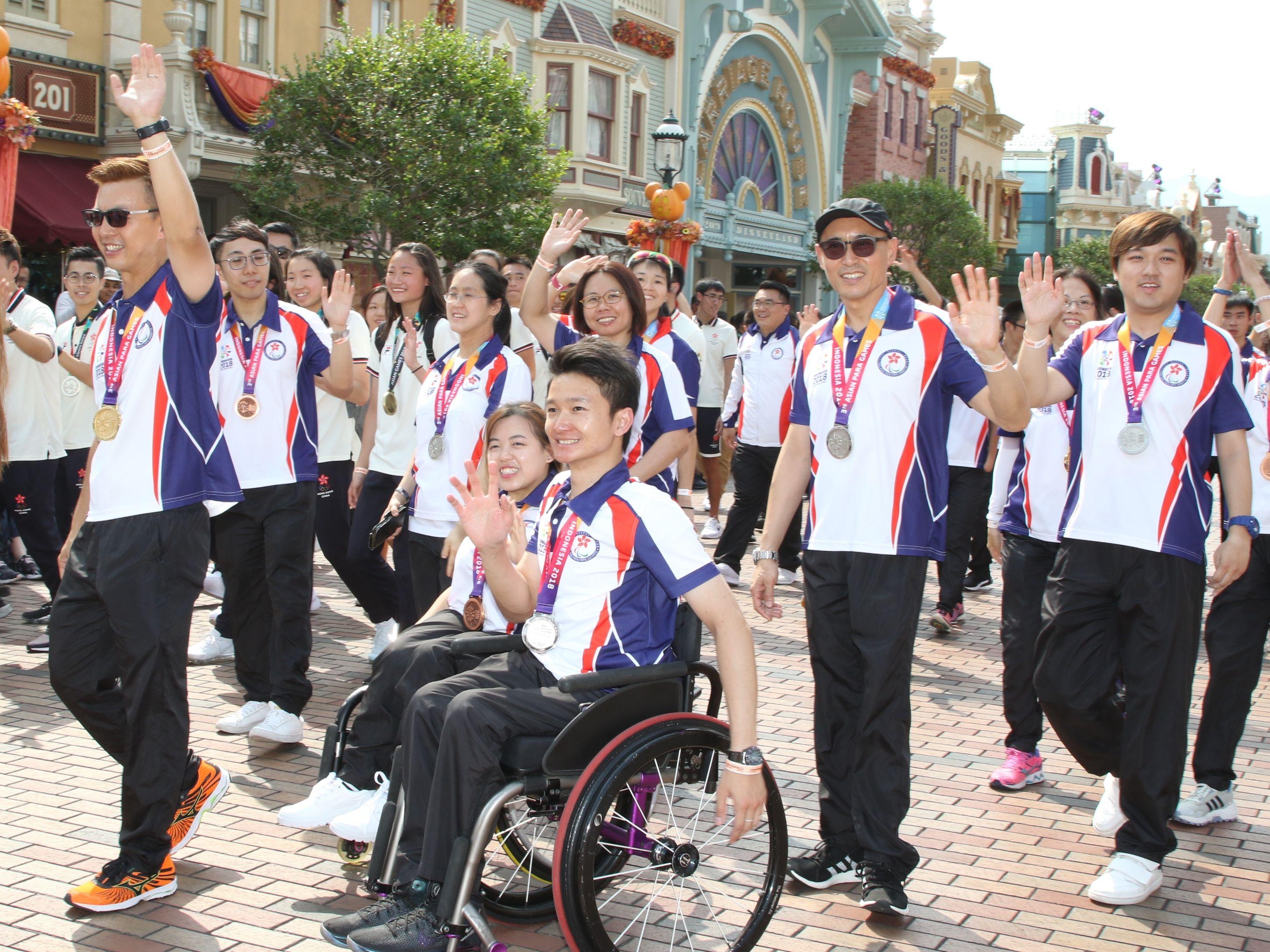 亞殘運獎牌選手亦於迪士尼盡情玩樂。王嘉豪攝