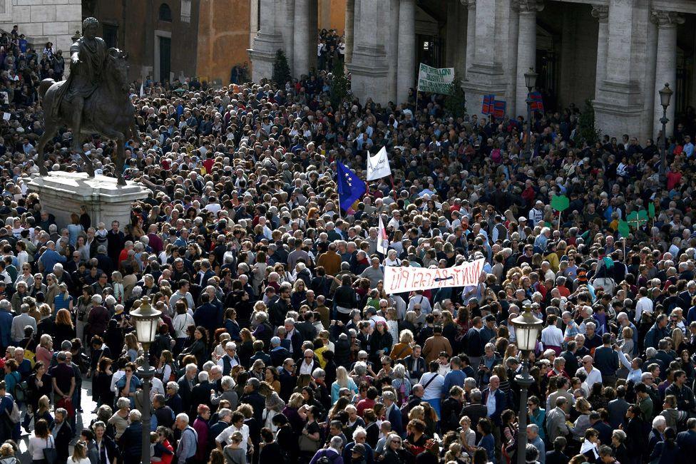 估计有逾2.2万名民众抗议。