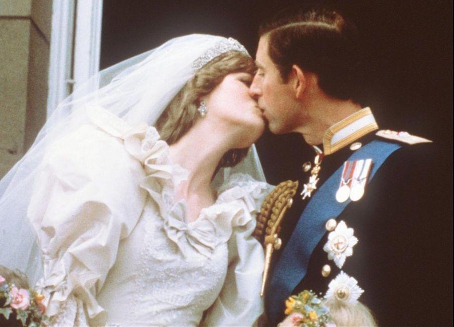 查理斯与戴安娜于1981年7月29日成婚。
