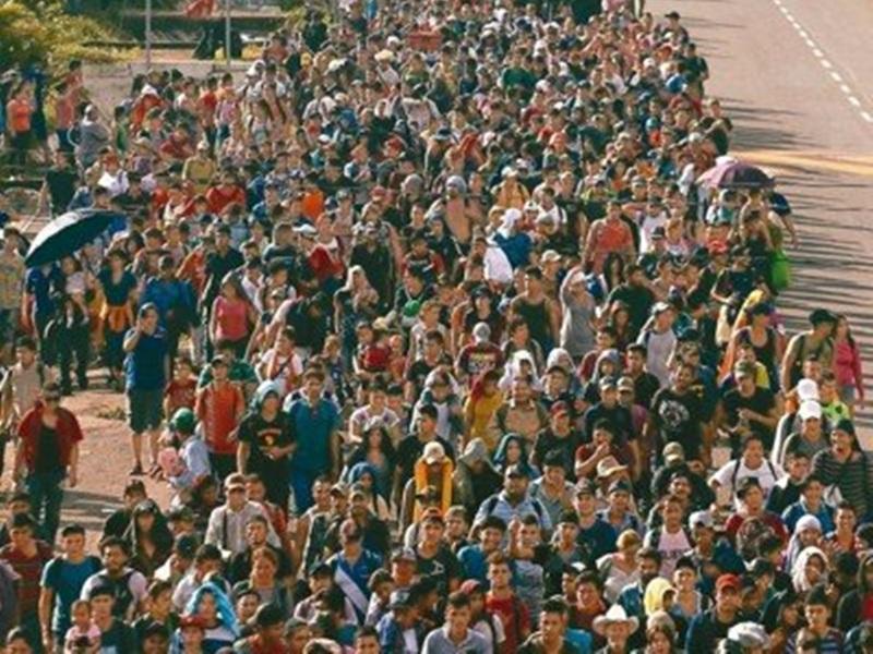 約300人由薩爾瓦多啟程加入中美洲難民大軍,追逐「美國夢」。AP