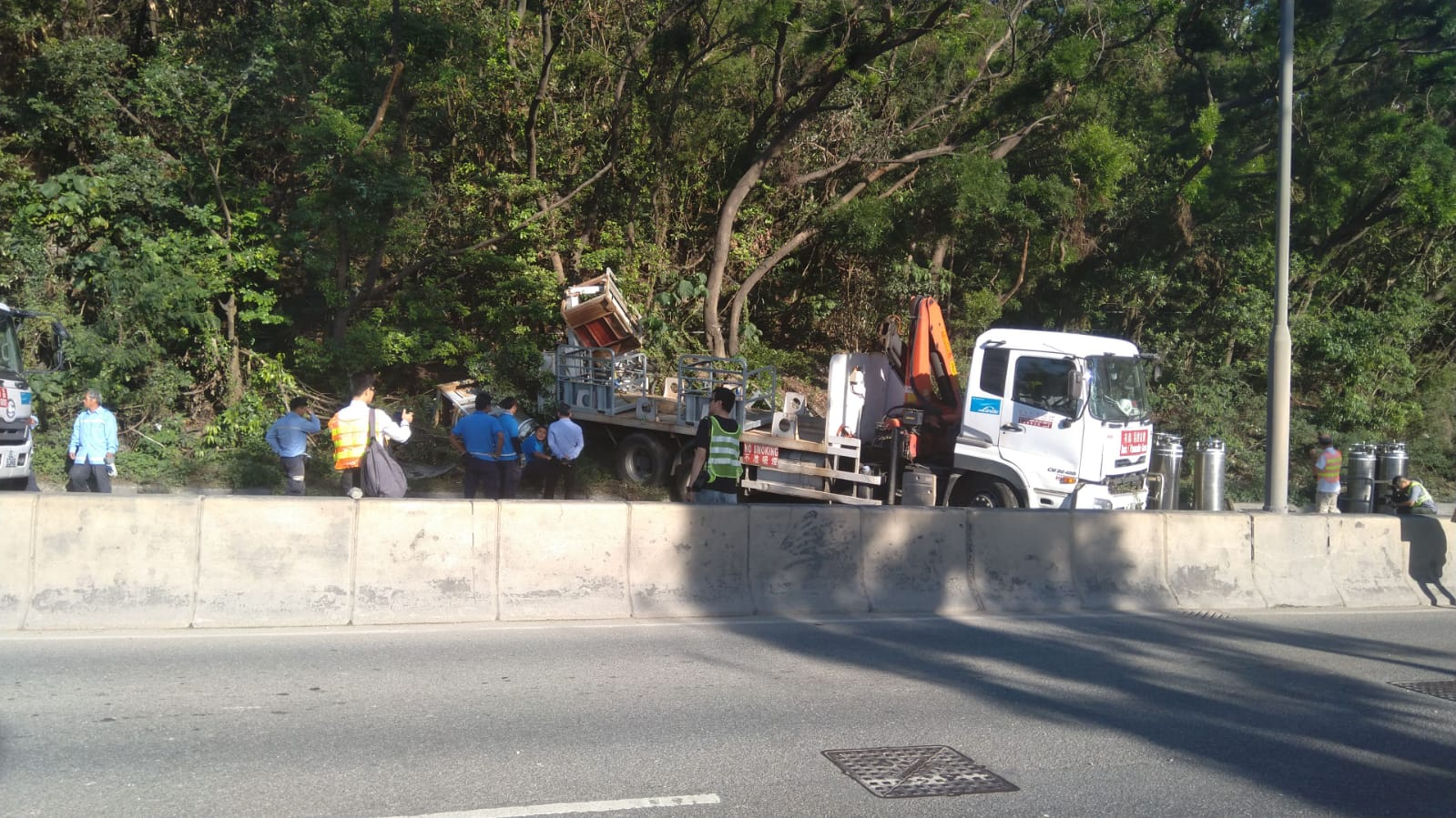 環保大道貨車失事。