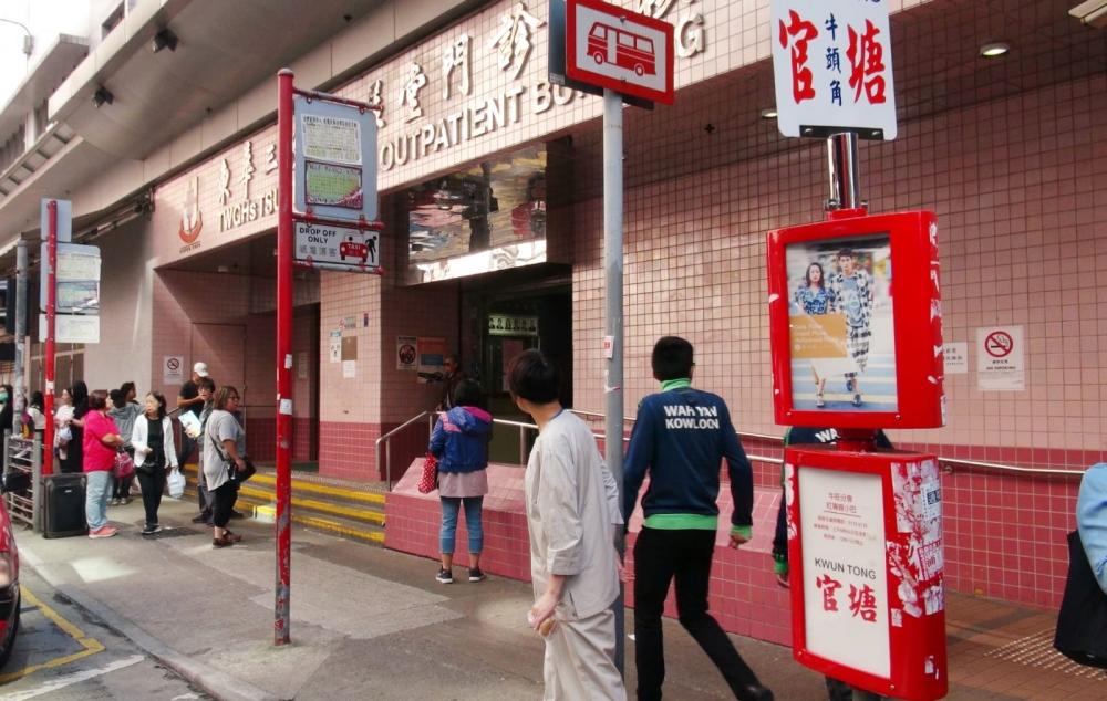 廣華醫院職員報案,指未能聯絡兒科病房內一名嬰兒的父母或家人,報警求助。林思明攝