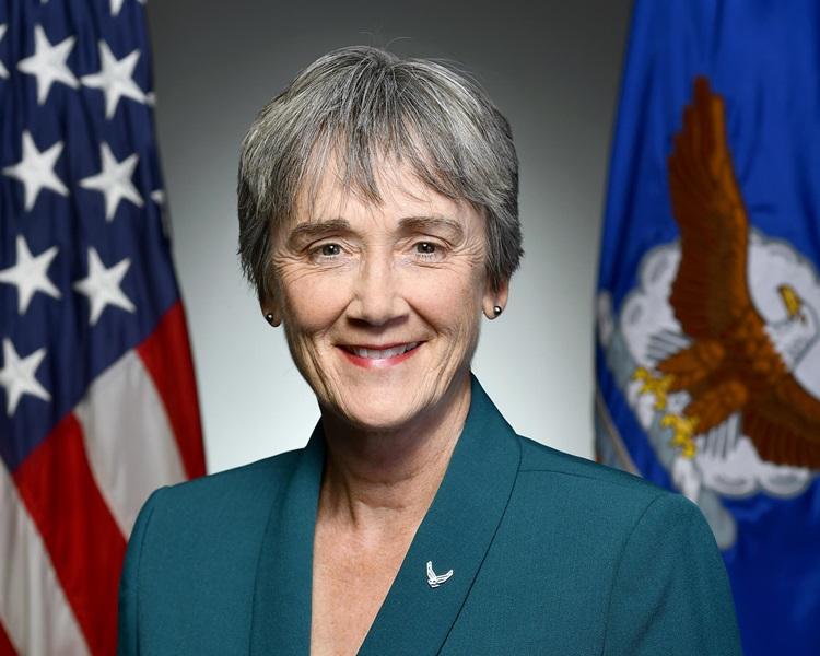 美国空军部长威尔逊承认,空军浪费公帑购买贵价杯子。网上图片