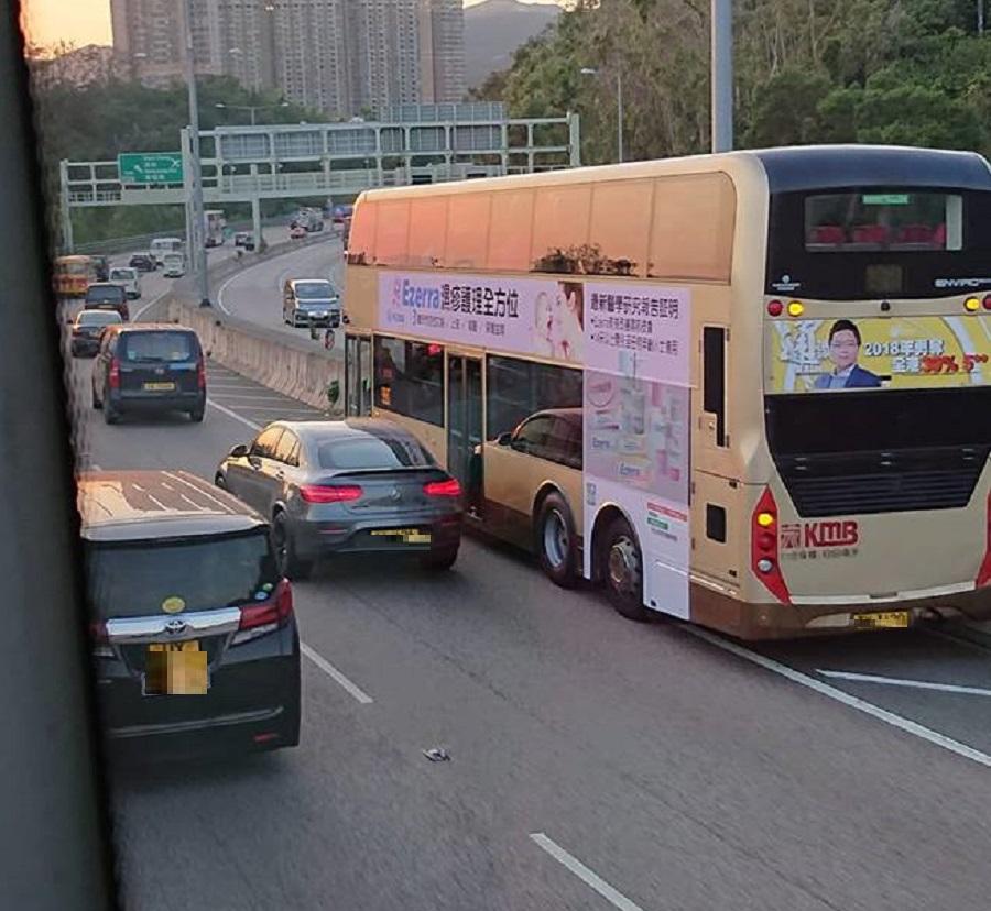 巴士失事。香港突發事故報料區網民So Chak Ho Fergus 圖片