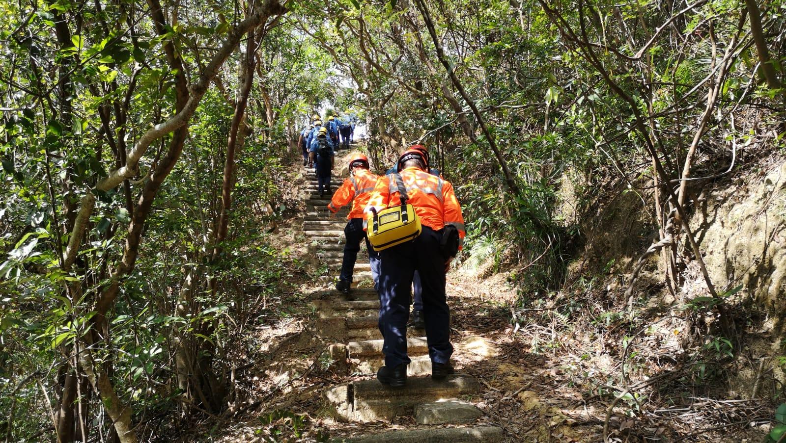 消防再派登山隊上山搜救,另一名在飛鵝山迷路的男子。梁國峰攝