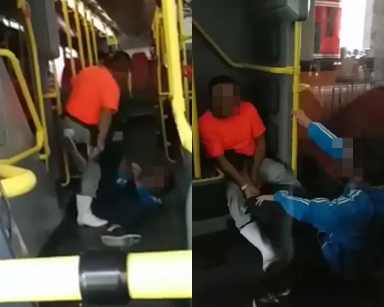 兩男由巴士外打到上車。