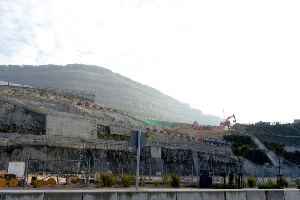 安達臣道石礦場。