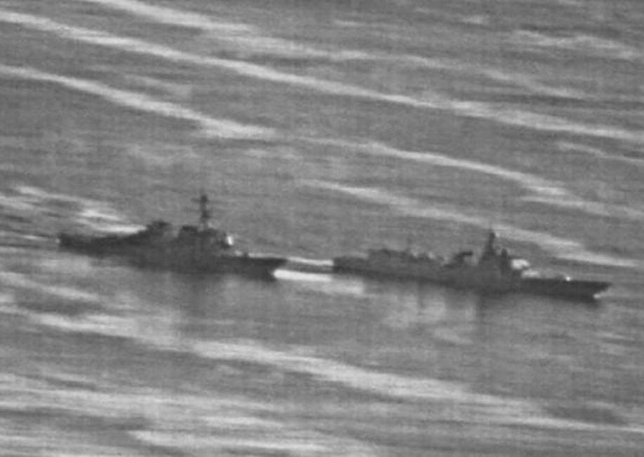 美國海軍驅逐艦「狄卡特號」與一艘中國驅逐艦相距只有45米。網圖