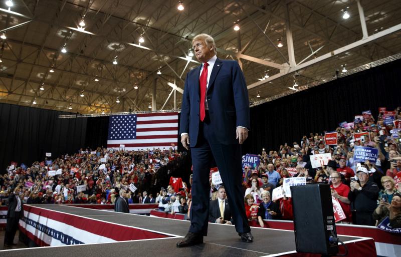 特朗普周一穿梭俄亥俄、印第安納及密蘇里州,為共和黨候選人拉票。AP