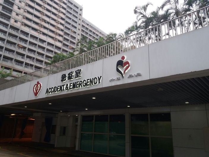 女事主昏迷送往東區醫院搶救。 資料圖片