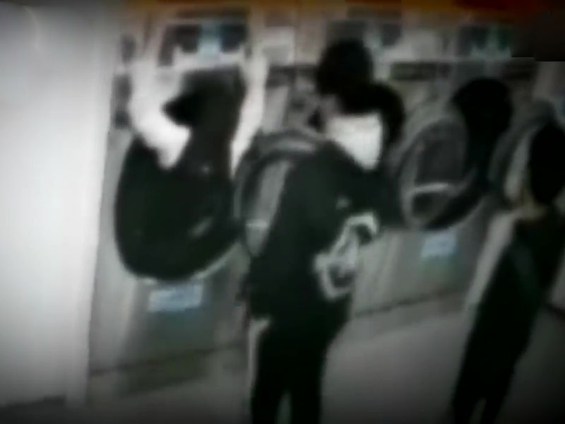 女中學生和朋友打賭,主動爬入洗衣機被困,差點窒息致死。(網圖)