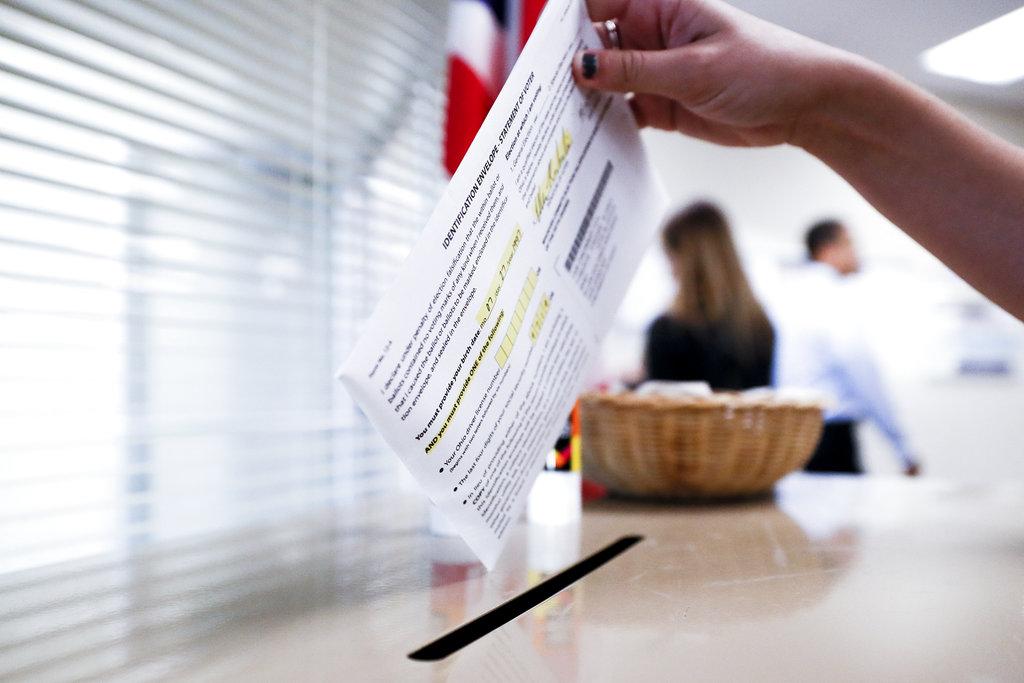 東岸選民開始投票。AP圖片