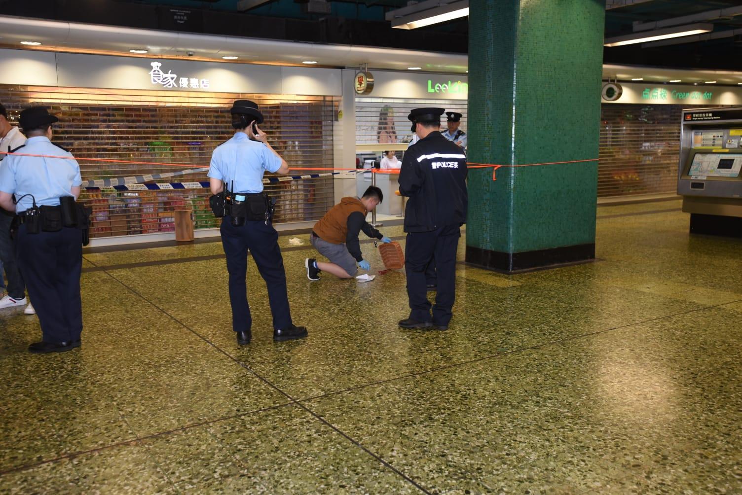 警方在現場檢獲鎅刀。