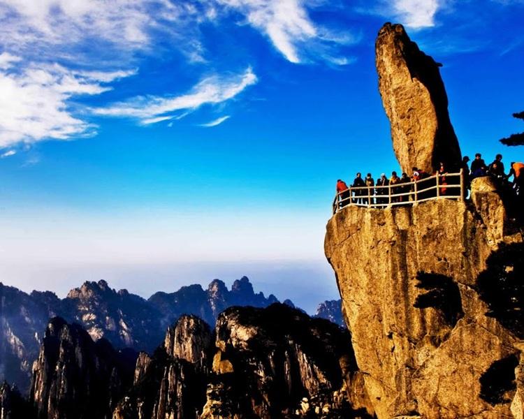 黃山風山區管理委員會設立「紅黑榜」,加強管治國內遊客的行為。網上圖片
