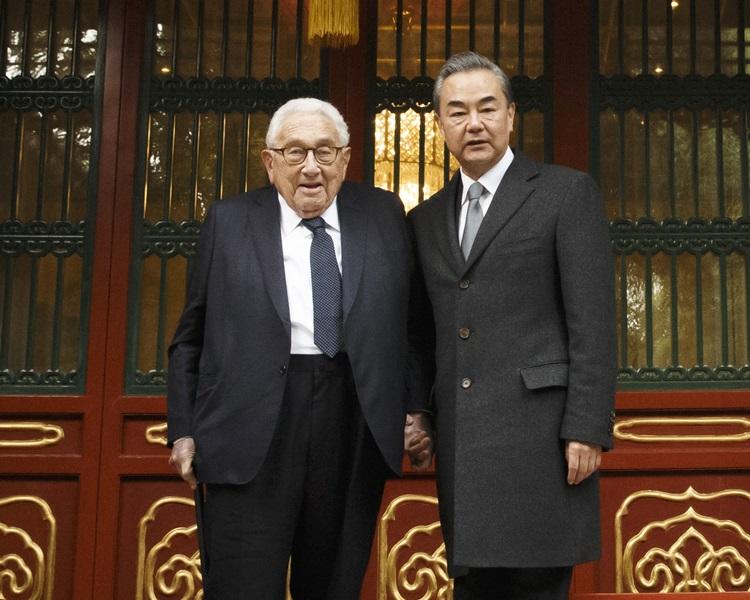 基辛格與王毅會晤,討論中美關係。AP
