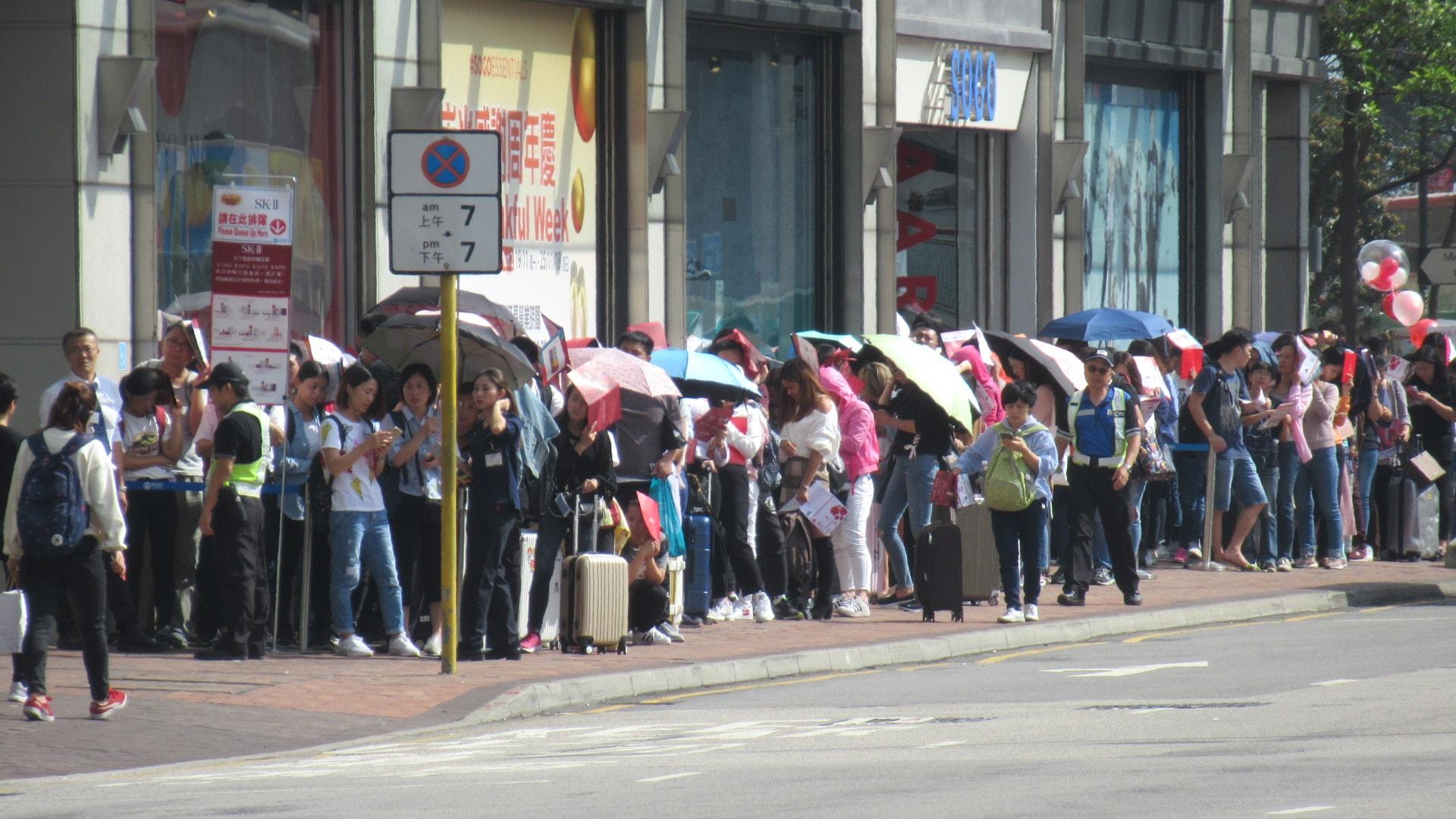 尖沙嘴分店同樣人山人海。 香港突發事故報料區FB/網民Catherine Cheung圖