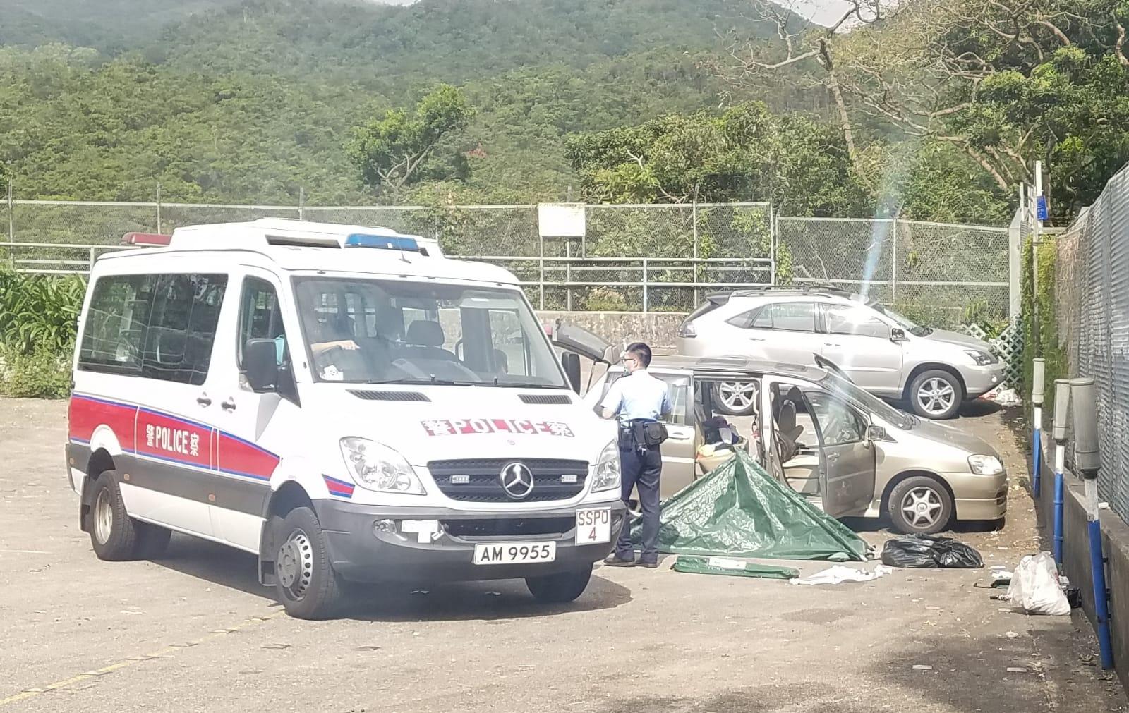 46歲男子在私家車內燒炭死亡。