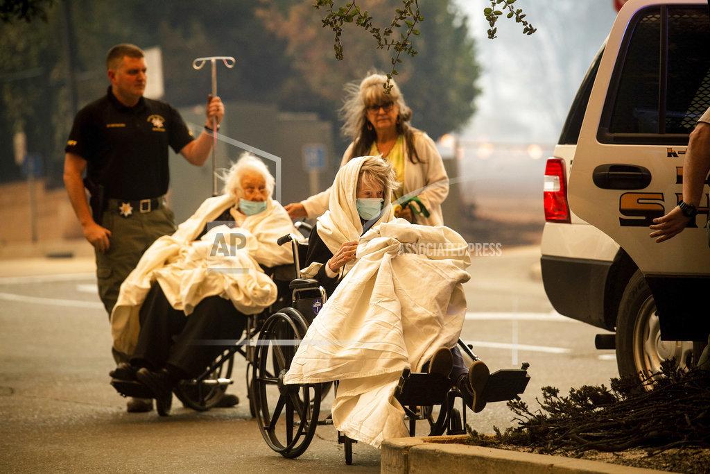 北加州山火迅速蔓延,造成人命傷亡,醫院和數百房屋被毀。AP圖片