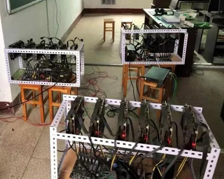 中學校長電腦室「掘礦」,電費激增被揭發。網上圖片