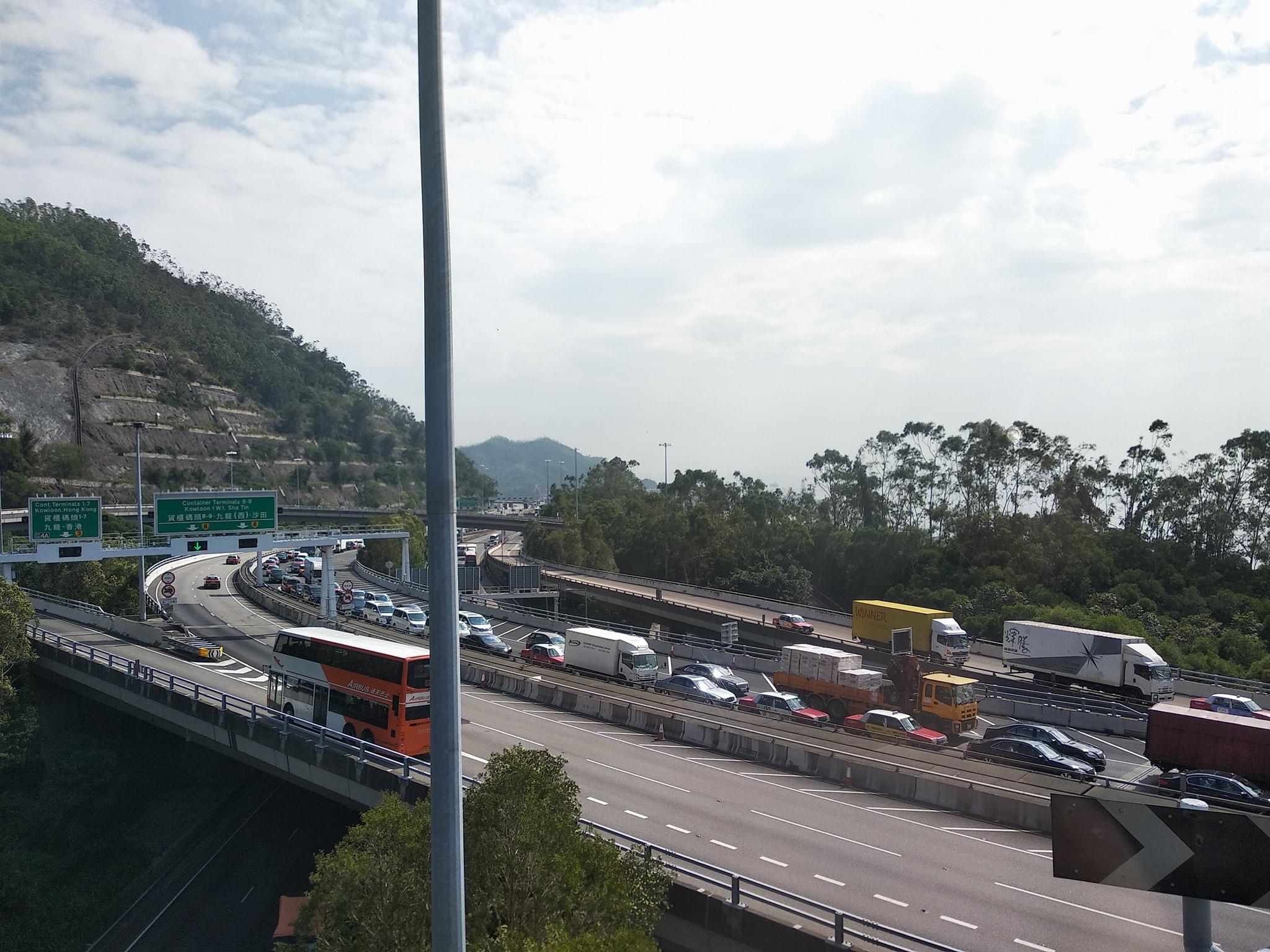 大橋下層已開放行車。 香港突發事故報料區fb/網民工友圖
