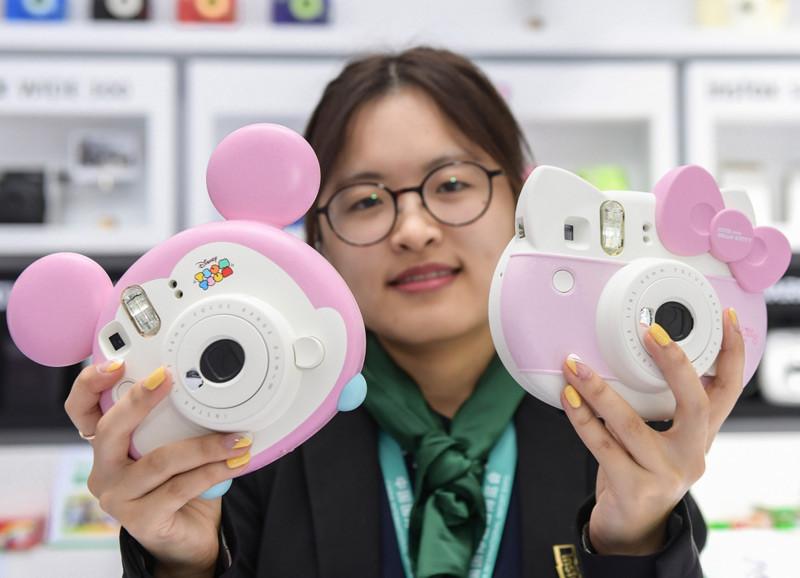 Hello Kitty和米奇老鼠造型即影即有。新華社圖片