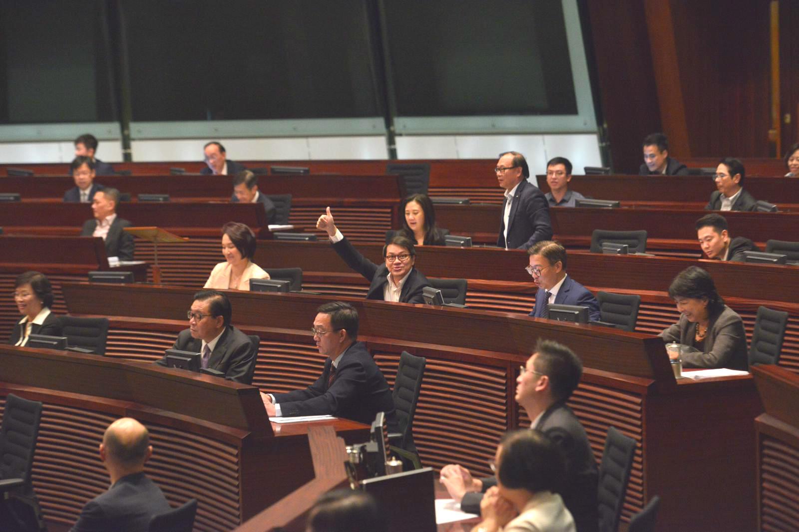 立法會通過《施政報告》致謝議案