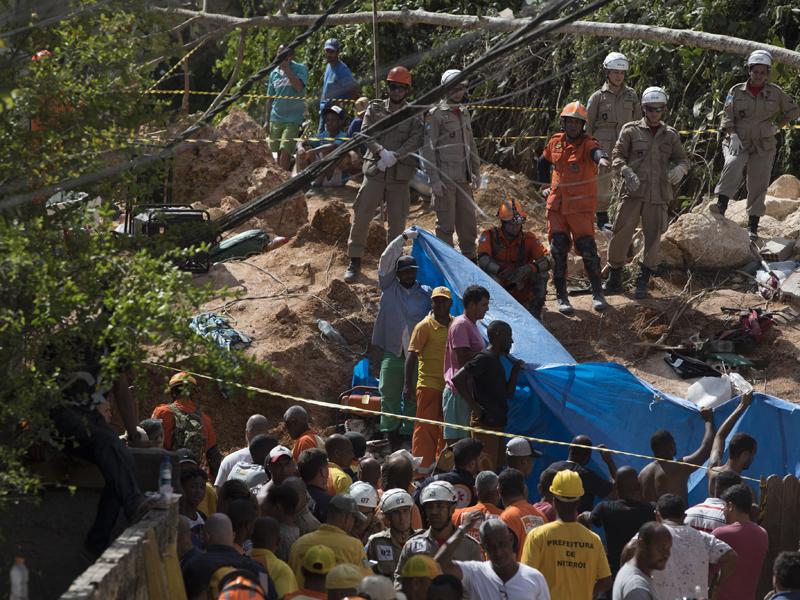 当局出动200名搜救人员前往现场抢命。