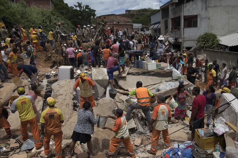 博阿埃斯佩兰萨(Boa Esperanca)社区的多处民居被夷为平地,造成多人死伤。