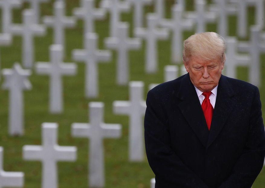 特朗普前往敍雷纳美军公墓,并出席悼念活动。