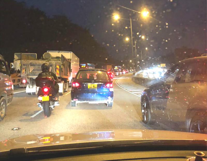 屯門公路交通意外。 突發事故報料區網民Annie Sun圖片