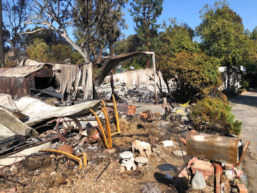 加州山火导致大批房屋损毁。