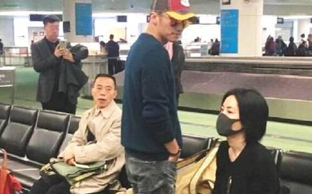 霆鋒王菲拍拖外遊被「捕獲」